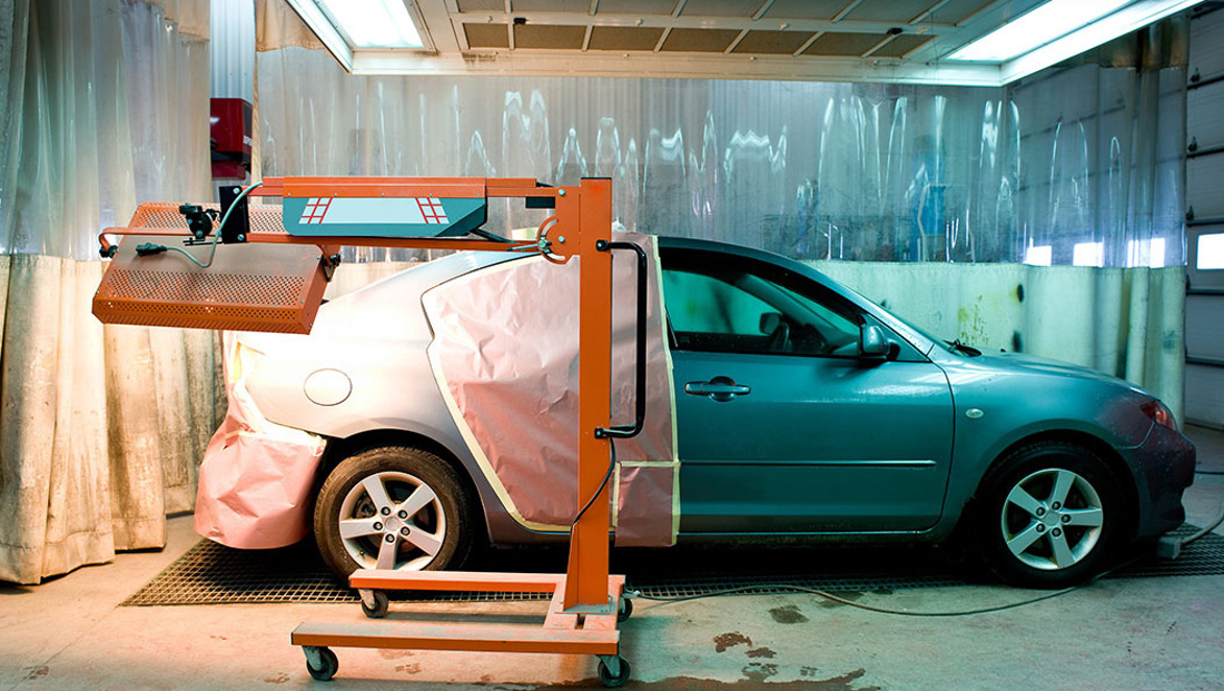 paint-on-car-drying-under-lamp-in-body-shop